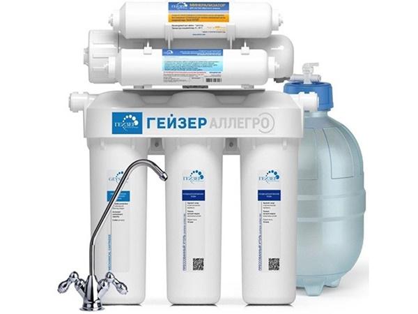 Фильтр с обратным осмосом – устройство для очистки воды. Оно удаляет из жидкости не только мелкодисперсные частицы, но и растворенные вещества. Благодаря этому осмо-фильтры очень эффективны.