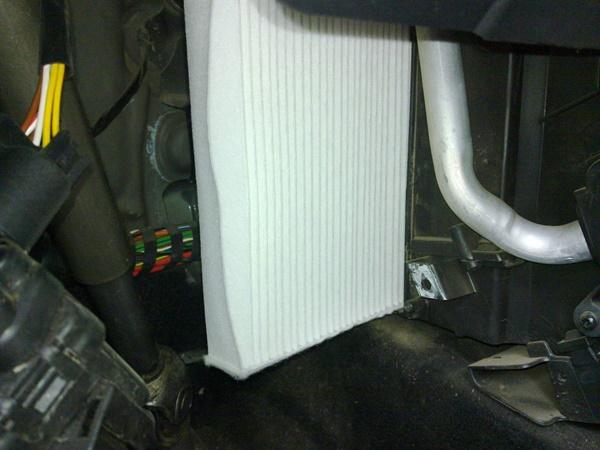 Самостоятельная замена салонного фильтра Форд Фьюжн. Место его установки. Регламентная замена фильтрующего элемента. Почему рекомендуют менять раньше и что на это влияет? Фильтры каких производителей подходят для Форд Фьюжн.