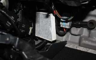 Как заменить салонный фильтр на Рено Флюенс своими руками